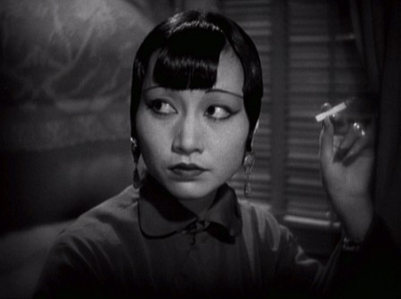 Anna May Wong smoking in Shanghai Express Josef von Sternberg 1932.gif