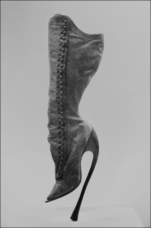Boots Vienne 1900 not useful to walk leather height of the heel 20 cm designed by Peter Yantorny un jour la femme dominera le monde.jpg
