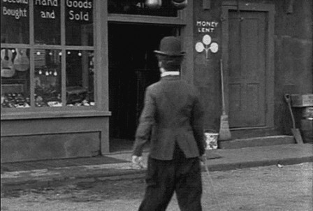 Charlie Chaplin in The Pawnshop 1916 l'ascenseur social.gif