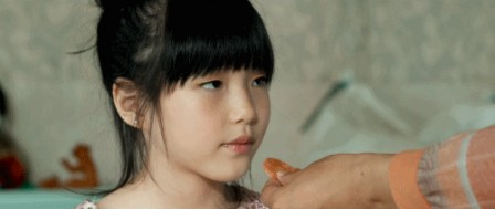 Kim A-ron in Barbie Lee Sang-woo communion ostie.gif