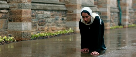 Novitiate dir. Maggie Betts risques de verglas.gif