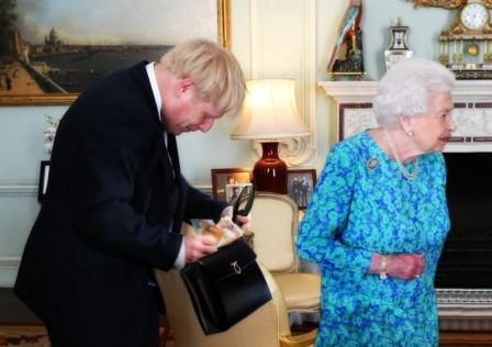 Boris Johnson les bijoux de la reine.jpg, sept. 2019