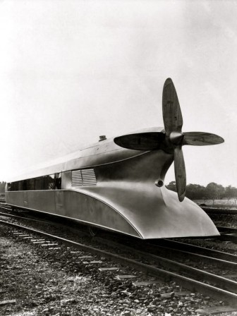 German_train_design_Schienenzeppelin_1930.jpg