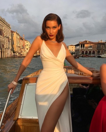 Isabella Khair Hadid, better known as Bella Hadid soleil sur venise.jpg