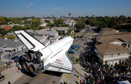 Jae_C._Hong_The_Space_Shuttle_Endeavour_takes_a_leisurely_drive_through_sunny_Los_Angeles.jpg