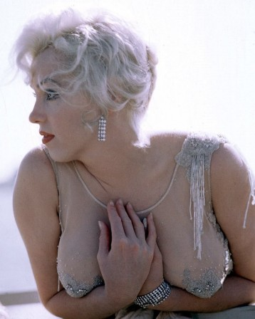 Marilyn Monroe on the set of Some Like It Hot 1959.jpg
