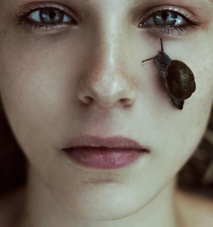 http://www.yves.brette.biz/public/photo/.Marta_Bevacqua_femme_escargot_pluie_m.jpg