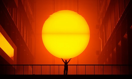 Olafur_Eliasson_The-Weather-Project-2003-Tate-Modern-London_soleil_rouge.jpg