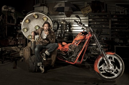 Paul_Kohn_Chopper_moto_code_rouge_en_salle_3.jpg