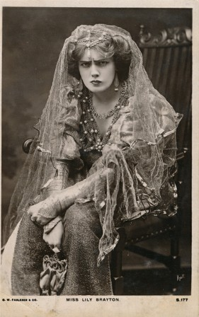 British actress Elizabeth Lily Brayton (1876-1953) for The Taming of the Shrew (ca. 1907) William Shakespeare la mégère apprivoisée.jpg, déc. 2020