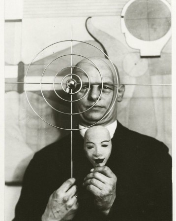 Oskar Schlemmer, Self Portrait with Mask, 1930 masque radio Londres.jpg, nov. 2020