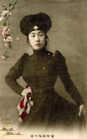 Russo-Japanese War Japanes red cross nurse dressed in black 1905 infirmière en noir.jpg, mai 2021