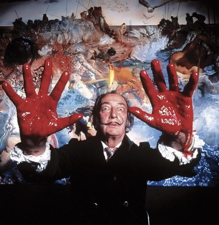 Salvador Dali by Philippe Halsman 1970 les mains rouges.jpg, oct. 2019